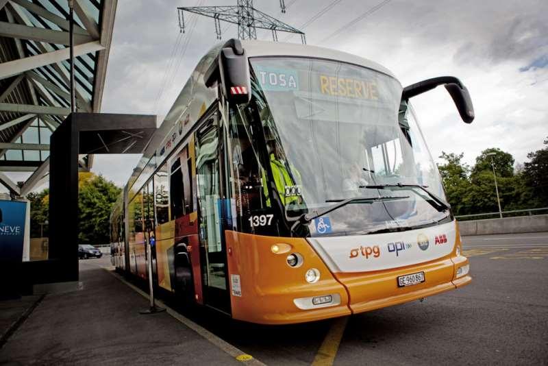 Genève, le 26 mai 2013. Inauguration du bus électrique sans lignes de contact TOSA en présence de Doris Leuthard. Il s'agit du tout premier bus 100% électrique de large capacité.  ©Pierre Albouy