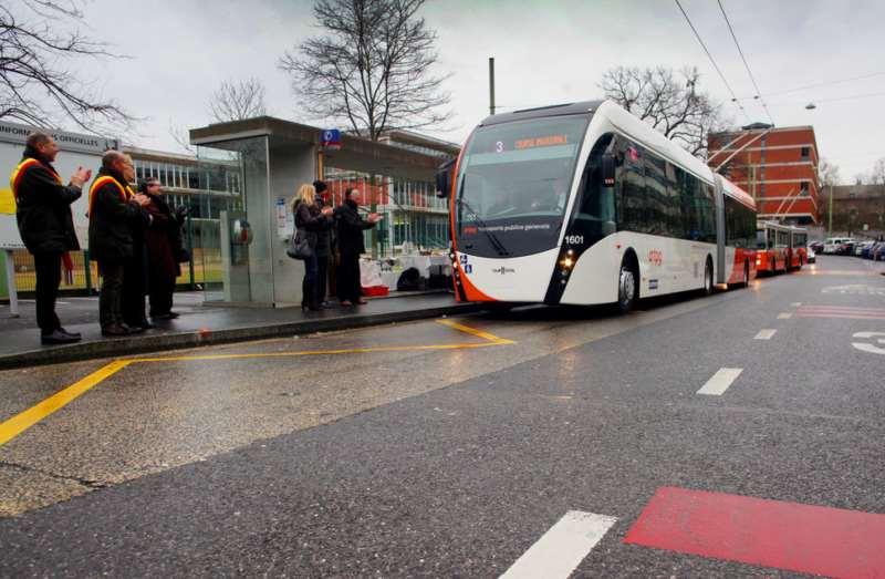 Genève, le 21 janvier 2014, quartier des pommiers, terminus de la ligne 3, du gd Saconnex a Gadiol, le nouveau trolleybus des TPG, l'Exqui.City... ©pascal frautschi